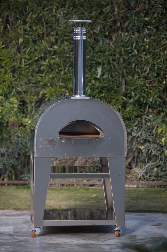 composizione esterna forno a legna in acciaio
